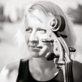 Dorka Barová cello
